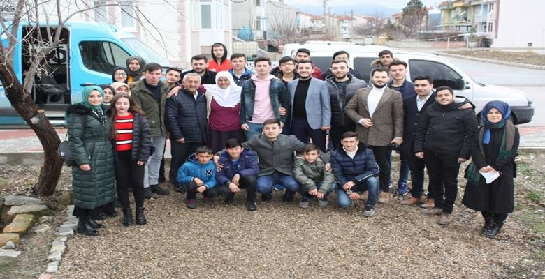 Zeybek'ten yeni seçmenlere, 'doğum günü'sürprizi